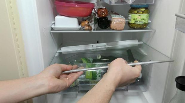 Remove lowest refrigerator compartment