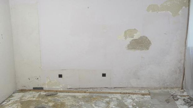 Sichtbar feuchte Wand
